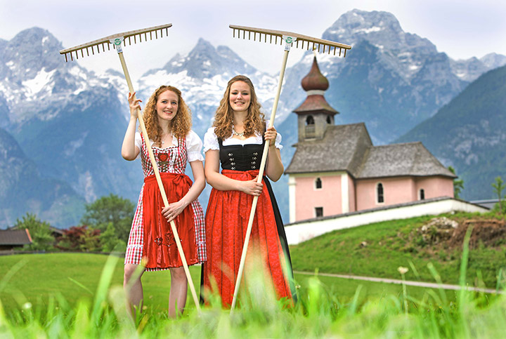 Lofer Rakes in Austria: Lofer Rakes is a tool manufactory which produces traditional wooden rakes for the hay harvest and garden landscaping. Our handmade and patented rakes are only available in specialized stores.